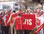 DİSK Üyeleri Atatürk Anıtına Çelenk Bıraktı
