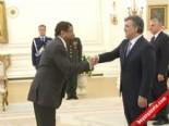 Fiji Büyükelçisi'nin ilginç hareketi Gül'ü şaşırttı
