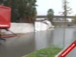 İzmir'de Araçlar Suya Gömüldü