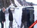 Zonguldak'ta Buzda Kayan Öğrenci Servisi Takla Attı