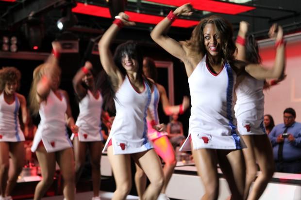 chicago bulls - NBA'de Ponpon Kıza Süpriz Evlilik Teklifi