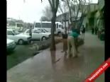 Aslanını Sokak Ortasında Böyle Yıkadı