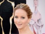 Jennifer Lawrence Oscar töreninde düştü