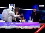 Mustafa Topaloğlu ve Almeda Abazi'den canlı yayında uzaylı Harlem Shake