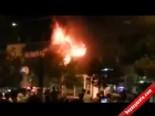 İzmir'de Göstericiler AK Parti Binasını Yaktı
