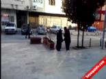 Sokak Ortasında Genç Kızı Böyle Dövdü!
