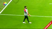 Türkiye Kazakistan Maçı Öncesi Protesto Edilen Volkan Demirel Eldivenleri Atıp, Stadı Terk Etti