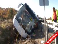 Lise öğrencisini taşıyan otobüs devrildi