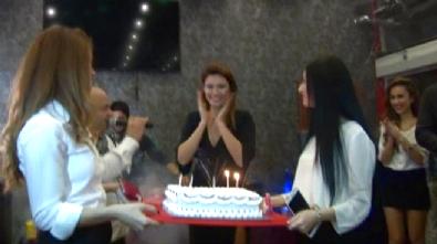 Ünlü Sanatçı Tuğba Altıntop'a Sürpriz Doğum Günü Partisi
