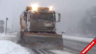 İstanbul-Ankara Kara Yolu Bolu Dağı'nda Kar Yağışı Etkili Oluyor!