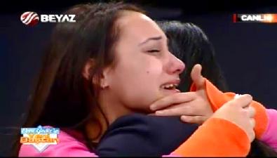 Ebru Gediz ile Yeni Baştan - 18 yıldır görmediği annesi bulununca Ebru Gediz'e sarılıp ağladı