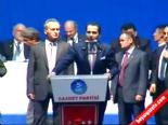 Fatih Erbakan'a Şemsiyeli Koruma (Saadet Partisi 5. Olağan Kongresi)
