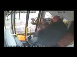 Otobüs Şoförüyle Kadın Sürücü Birbirine Girdi!