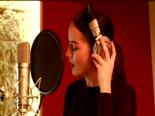 Fahriye Evcen Stüdyoya Girdi Şarkı Söyledi