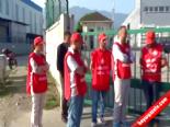 İşten Çıkarılan İşçiler Kendilerini Fabrika Kapısına Zincirledi