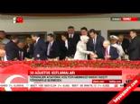 Sare Davutoğlu Kemal Kılıçdaroğlu ile el sıkıştı