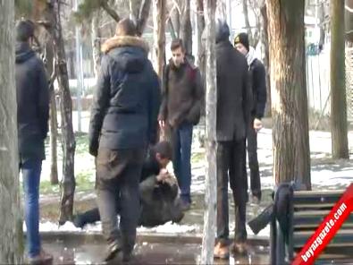 Ankara Kurtuluş Parkı'nda Yumruk Yumruğa Liseli Kavgası!