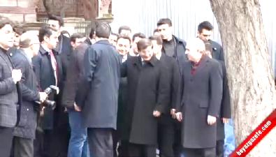 Ahmet Davutoğlu kırmızı ışıkta böyle bekledi