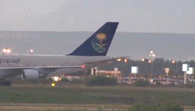 Suudi Kral 50 araçlık konvoyuyla otele giriş yaptı