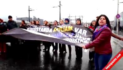 Köprüyü trafiğe kapatan eylemcilere müdahale eden vatandaşa şemsiyeli saldırı