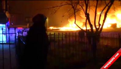Halk pazarında yangın