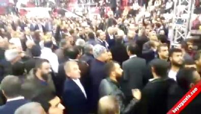 CHP kongresinde Aziz Kocaoğlu - Tuncay Özkan gerginliği