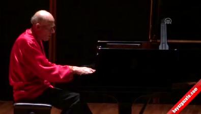 Dünyaca ünlü piyanist Helfgott, İzmir'de
