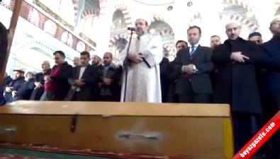 Yangında hayatını kaybeden çocukların cenaze namazını Mehmet Görmez kıldırdı