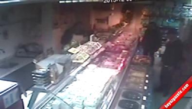 Marketteki hırsızlık güvenlik kamerası tarafından saniye saniye kaydedildi
