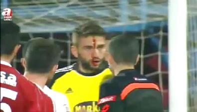 Trabzonspor-Sivasspor maçında Ertuğrul'un kafası yarıldı