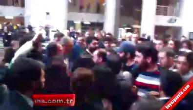 Arama uygulamasına tepki gösteren avukatlar slogan attı