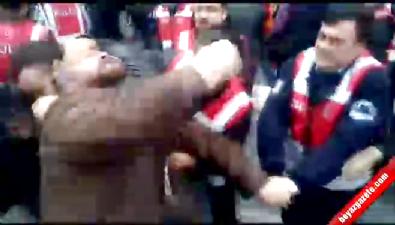 Taksim Meydanı'na çıkan gruba polis müdahalesi