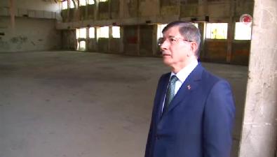 Başbakan Davutoğlu Menderes'in yargılandığı salonda dua etti