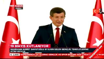 Başbakan Davutoğlu Çankaya'da gençlerle buluştu