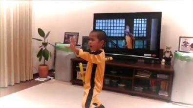 5 Yaşındaki Bruce Lee Seyredenleri Şaşırtıyor