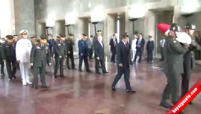 YAŞ üyeleri Başbakan Davutoğlu başkanlığında Anıtkabir'i ziyaret etti