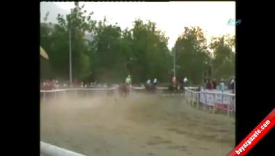 Jokeysiz yarışan at üçüncü oldu