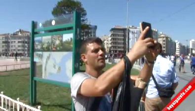 Taksim'de Şüpheli Çantayla Selfie 'Pes' Dedirtti
