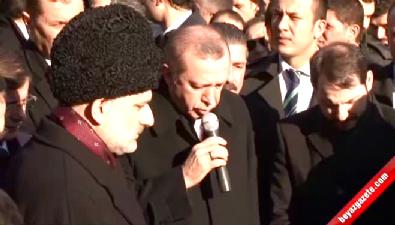 Erdoğan Karakaya'nın Mezarı Başında Kuran Okudu