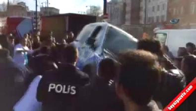 Sultanahmet'e giden polis aracı kaza yaptı