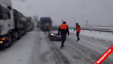 Kayan tır Bolu tünellerini trafiğe kapattı