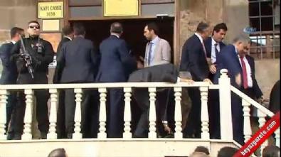 Cumhurbaşkanı Erdoğan Cuma Namazını Kapı Camii'nde kıldı