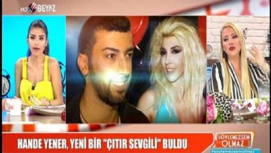 Hande Yener'in oğlu yaşındaki sevgilisi tartışılıyor!