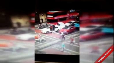 Şoförü fenalaşan halk otobüsü araçları böyle biçti