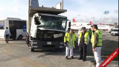 Atatürk Havalimanı'nda kamyon jete çarptı