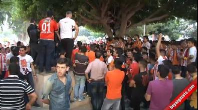 Adanasporlular Galatasaraylı Taraftarı Kovaladı