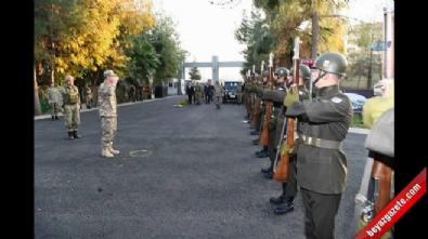Komutanlar sınırda