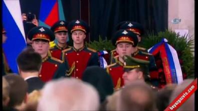 Rus Büyükelçi Karlov için Moskova'da tören düzenlendi