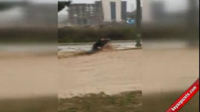 Selde dehşet! Sel sularında böyle sürüklendiler