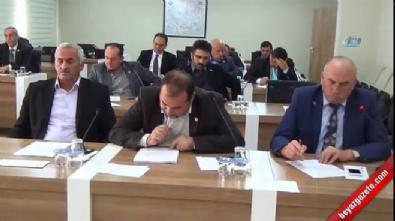 Meclis'te 'Sizin lideriniz PKK'lı değil mi?' gerginliği